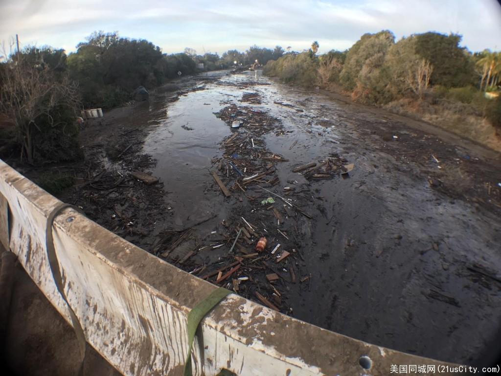 暴雨引发泥石流  101高速部分路段关闭一周