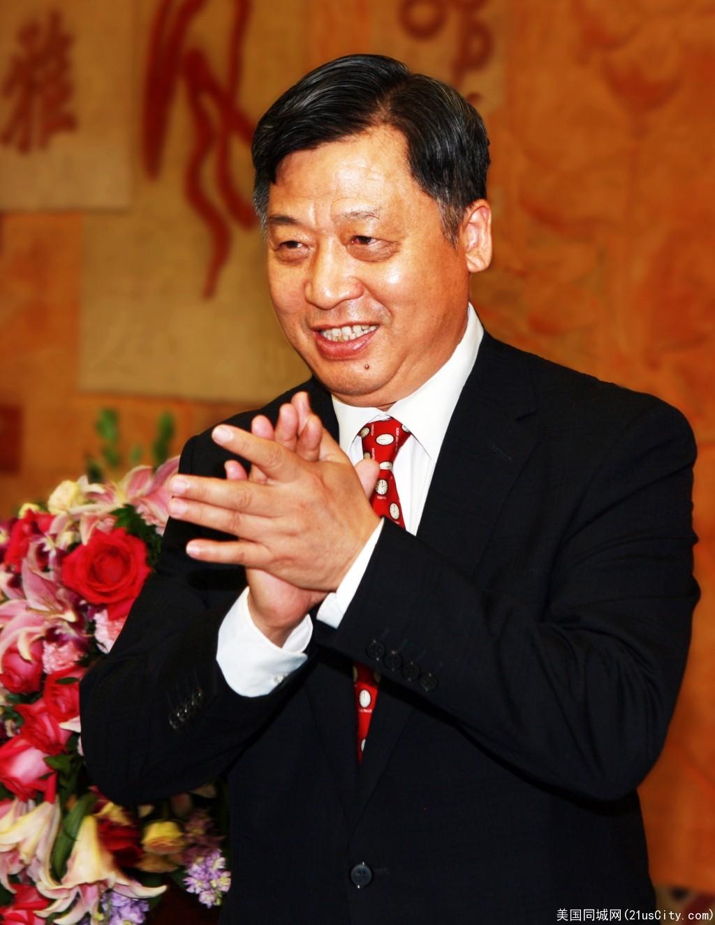 中国驻休斯敦总领事李强民向大家拜早年!祝大家阖家幸福!万事如意!