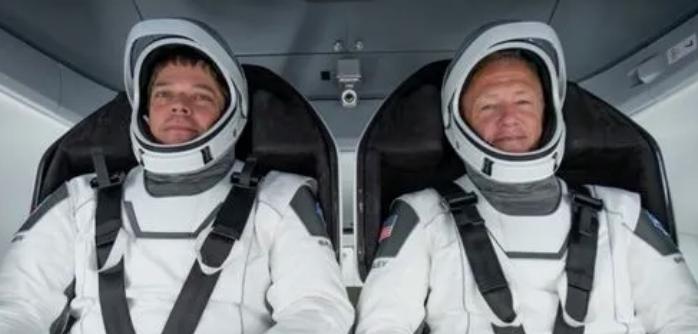 全球瞩目的SpaceX载人龙飞船,因天气推迟至周六发射!